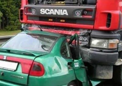 Σύγκρουση επιβατικού – φορτηγού