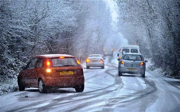 9 οδηγίες για ασφαλή οδήγηση στο χιόνι &τον παγετό