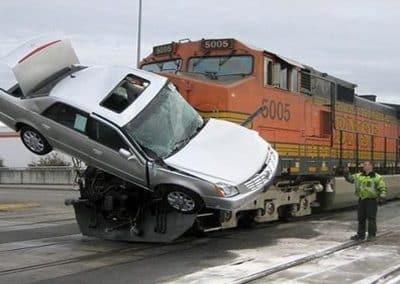 Σύγκρουση οχημάτων με τραίνα