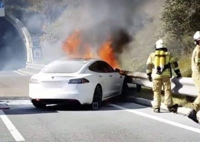 Πυρκαγιά οχήματος μετά από σύγκρουση